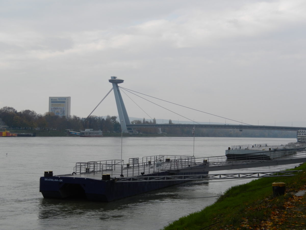 Дунай, Братислава
