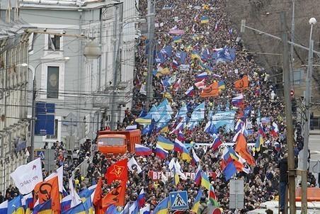 2014-03-15T111831Z_1478360071_GM1EA3F1HIL01_RTRMADP_3_UKRAINE-CRISIS-pic4-452x302-40491