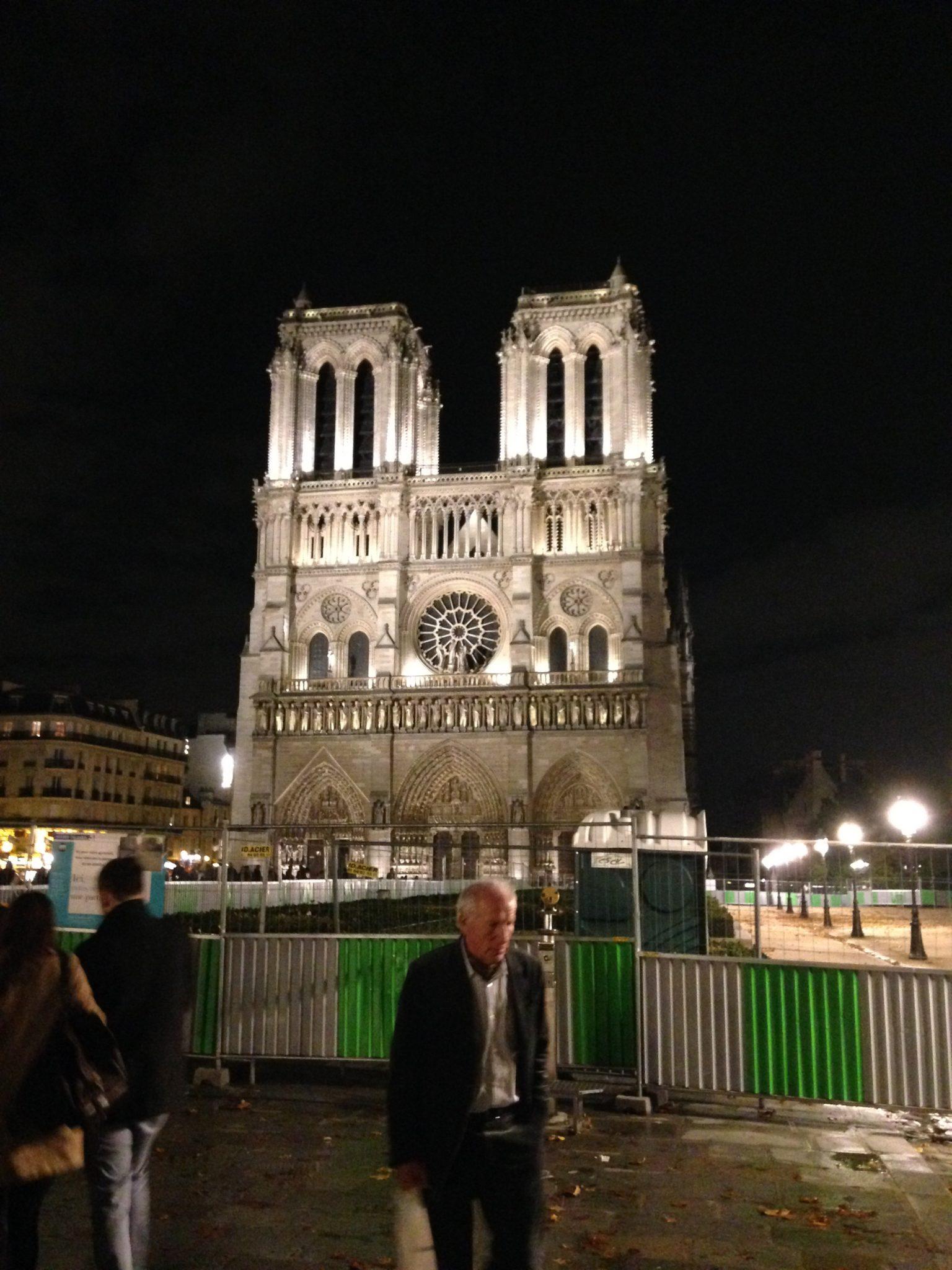 Париж - нотр Дам де Пари