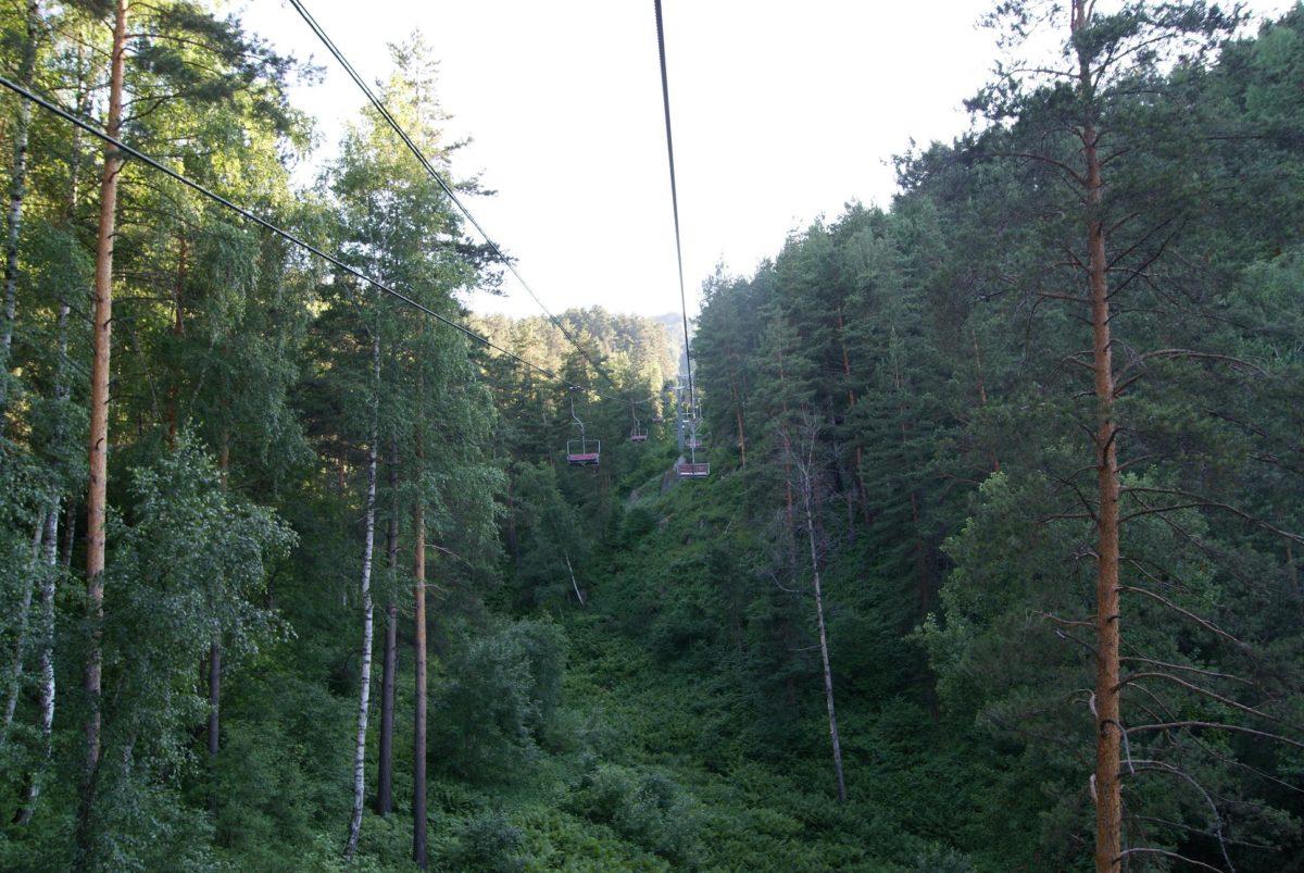 канатная дорога на гору Церковка...местами от земли очень высоко, и даже страшновато